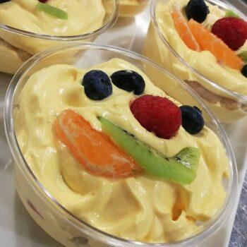 Dessert con crema pasticcera e frutta fresca Alimentari Pasqualetti