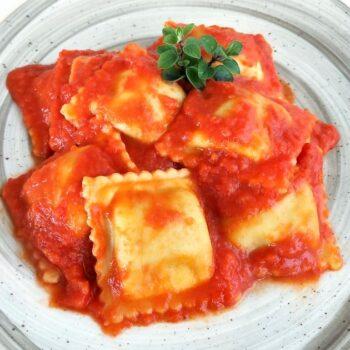 Ravioli ricotta e spinaci al pomodoro gastronomia primi piatti